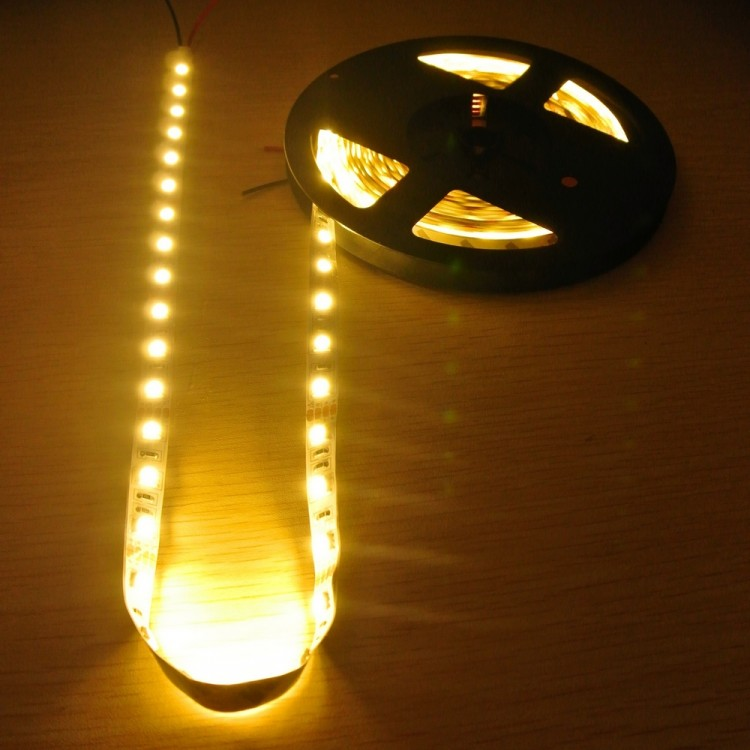 Warmwhite LED Strip (5m, 12V, 300LEDs, 3000Lumen)